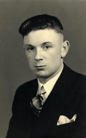 092322 - Theodorus Ludovicus Rooymans, douanier. Hij trouwde met Martina Pijnenburg, geboren te Udenhout op 16 juni 1905, dochter van Martinus Pijnenburg en Johanna Versteden.