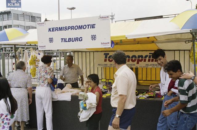 TLB023000439_002 - Stand Kermispromotie Tilburg.
