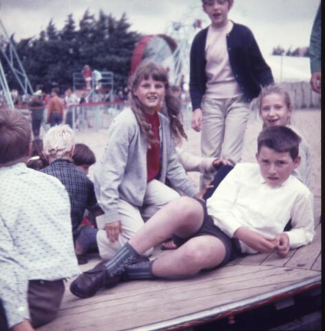 650165 - Gerardus Majellaschool, Hulten. Schoolreisje Efteling rond 1970.