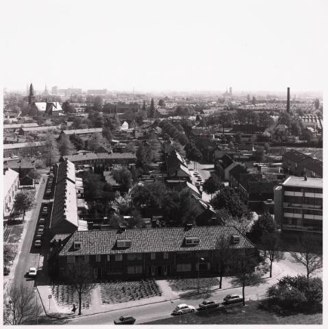 036501 - Panorama van Tilburg vanaf de bejaardenflat 't Laar.