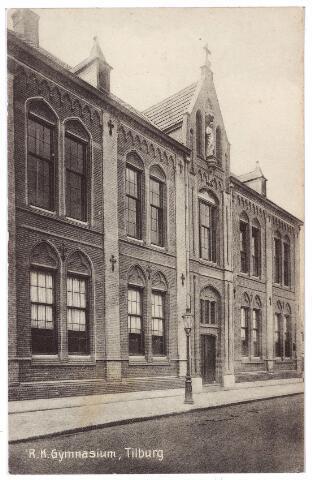 001602 - Voortgezet onderwijs. In Tilburg werd in 1899 het eerste r.k. gymnasium in Brabant gesticht. De school begon met 10 leerlingen en was de eerste drie jaar gevestigd in het fraterhuis aan de Gasthuisstraat. In 1902 is het  r.k. gymnasium aan de Lange Nieuwstraat geopend. Architect Van Hoof liet zich, volgens de krant, inspireren door de oude bouwstijlen gezien de gotische motieven en de Tudorboog van de bovenramen. Het werd gebouwd door aannemer Broens. In 1917 kreeg de school de status van lyceum en in 1919 werd er een H.B.S. aan toegevoegd. In 1930 verhuisde de school naar de huidige Noordhoekring. Bij de school hoorde in het begin ook een internaat, het St. Paulushuis. Dit internaat is opgeheven in 1916. De priesters in de congregatie van de fraters namen toen afscheid en namen hun intrek in het St. Paulushuis.