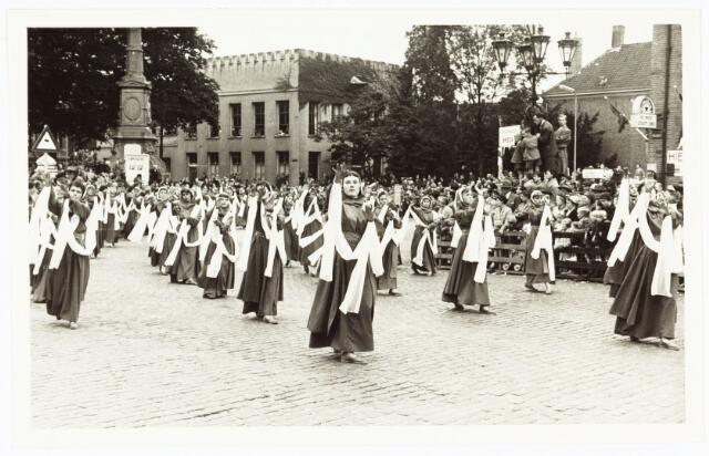 009181 - H. Hartstoet, ritmyschegroep van maagden. (1955).