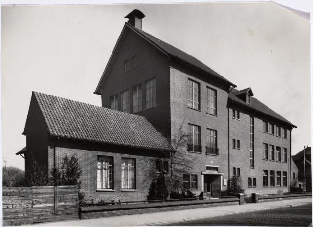 027166 - Dienstgebouw Publieke Werken, gebouwd in 1939. Architect Ir. J. Timmermans.