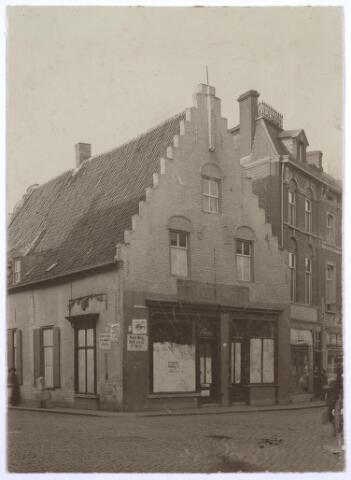 """026941 - Bakkerij """"De Oude Ster"""" op de hoek Nieuwlandstraat - Zomerstraat in 1906"""