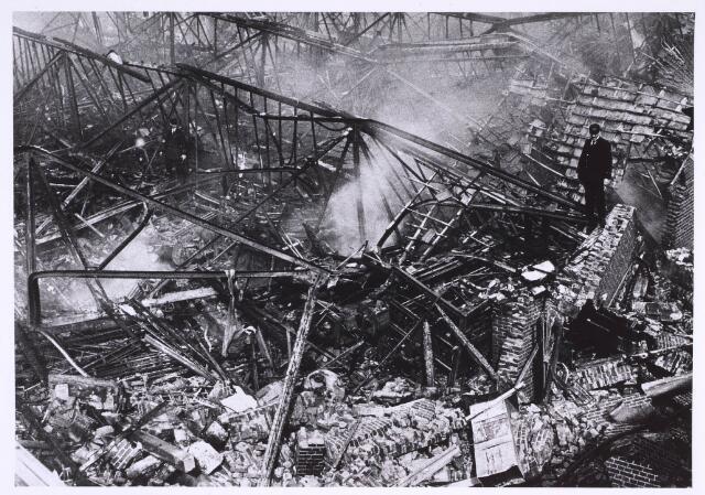 022700 - Textiel. Brand bij W. Brands aan de Hoogvensestraat op 28 augustus 1920