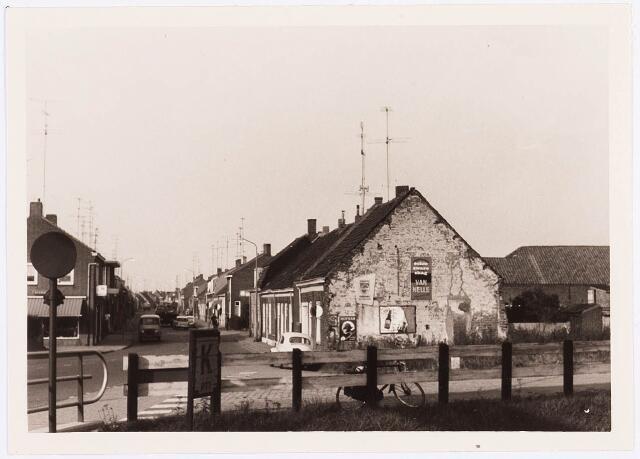 034495 - Lijnsheike. Links op de foto staat de brug naar de Oude lind en de rijwielzaak aan het Lijnsheike 229