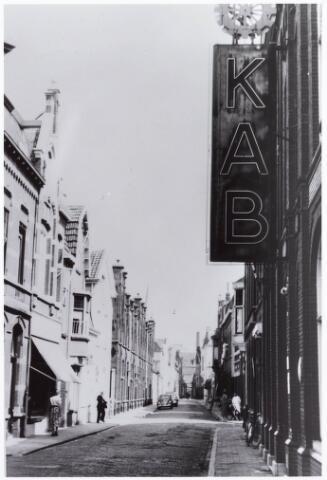 033650 - Tuinstraat, met aan de rechterzijde het pand van de Katholieke Arbeiders Beweging; de beheerder van dit gebouw was destijds de heer J.W. Eekels.