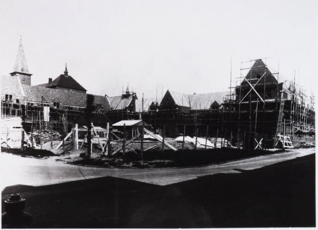 028337 - In 1935/1936 werd aan de Pelgrimsweg 40 het Sint Lidwinaklooster gebouwd ontworpen door architect M. van Beek.