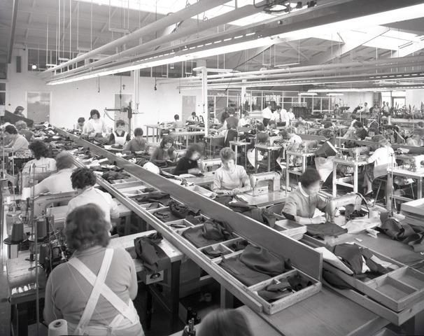 654616 - Industrie. Interieur textielfabriek.