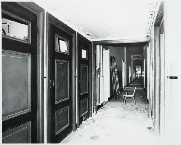 025377 - Interieur van het St. Josephgasthuis aan de Lange Nieuwstraat tijdens de sloop in 1977