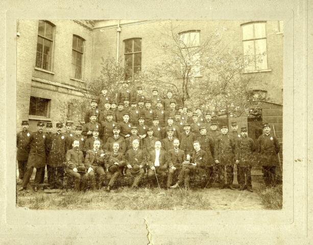 082800 - Directie en medewerkers van P.T.T. Tilburg.