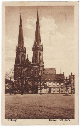 000901 - Heuvel met lindeboom, kerk St. Jozef, pastorie en lantaarn opgericht ter herinnering aan burgemeester Jansen in 1902.
