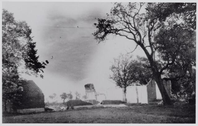 045668 - WO2 ; WOII ; De restanten van het huis Ter Loo aan de Abcovensedijk tijdens de Tweede Wereldoorlog, na de crash in de nacht van 22 op 23 april 1944.