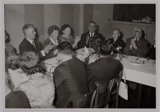 041173 - Vakbeweging. Op 31 augustus 1963 vierde de R.K. Bond Werkmeesters afd. Tilburg het 50-jarig bestaan. 1e een Solemnele H. Mis in de parochiekerk st. Jozef. 2e een feestelijk ontbijt in het parochiehuis aan de Veemarktstraat. 3e herdenkingsbijeenkomst in het Chicago-Theater. 4e Officiële receptie in de zalen van café-restaurant Th. van Broekhoven (Smidspad 42) 5e Feestavonden op 7 t/m 9 september 1963 met uitvoering Operette 'Rumoer in Weinbach' in de Stadsschouwburg met een afsluitend diner.