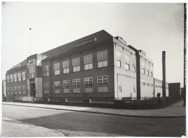 027091 - Hoger onderwijs. De Hogere Textielschool (Dag- en avondlessen), Lange Schijfstraat 48, later Noordhoekring 180-182. Voor- en zijaanzicht.