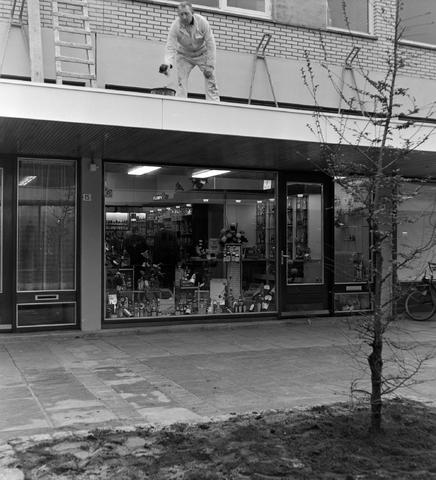 1237_013_001_011 - Wijn . Wijnhandel. Opening Wijnhandel van Bilsen 1968. Filiaal Korvelseweg. Slijterij
