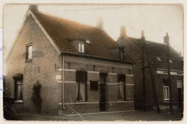 065288 - Het woonhuis met timmerwerkplaats van Petrus Martinus van Baal aan de Stationsstraat 24