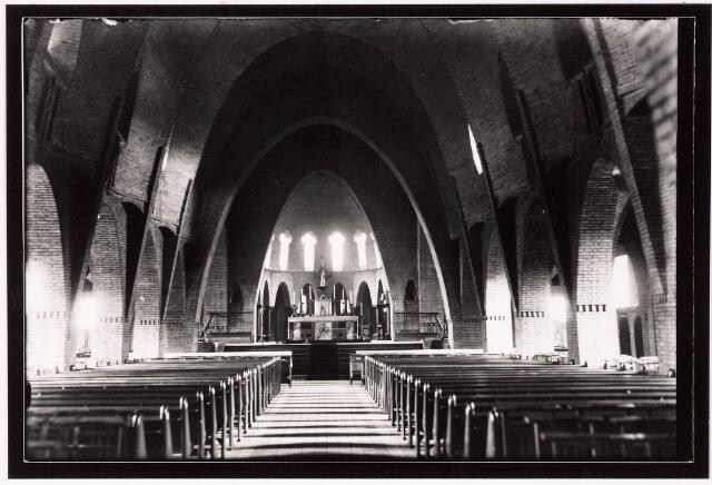 033249 - Interieur R.K. Kerk van de Kleine H. Theresia aan het Theresiaplein