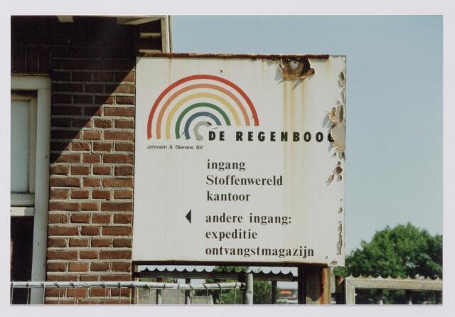 043849 - Bord van fabriek De Regenboog van de firma Janssen & Bierens bv aan de Bredaseweg. De foto werd genomen op de dag van de sloop van de fabrieksschoorsteen.