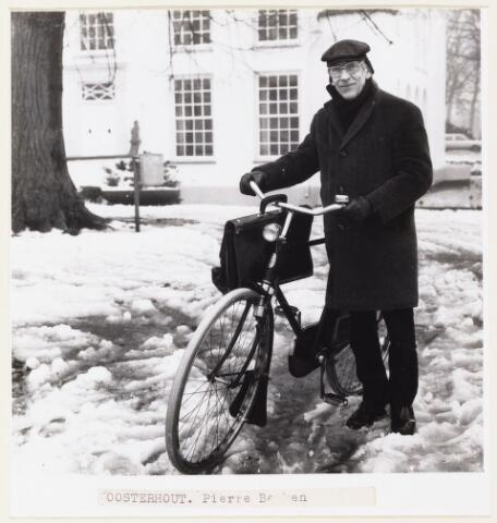 101041 - Personeel. Pierre Banken was 40 jaar in overheidsdienst.