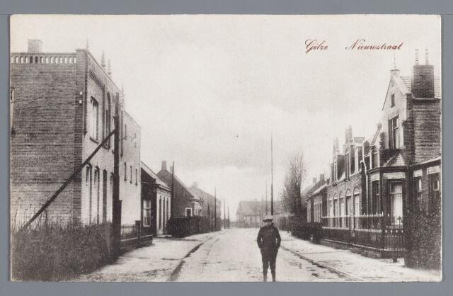 057927 - Gilze, Links woonhuis van Jacobs, Nieuwstraat 51 en rechts woonhuis Wouter de Vet, Nieuwstraat 58.