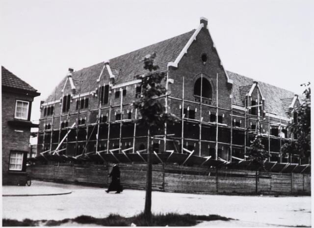028339 - In 1935/1936 werd aan de Pelgrimsweg 40 het St. Lidwinaklooster gebouwd ontworpen door architect M. van Beek;