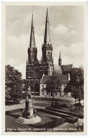 001034 - Heuvel met standbeeld koning Willem II, kerk St. Jozef en pastorie.