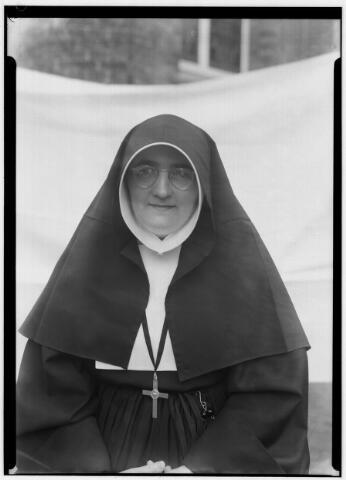 050850 - Zusters van Liefde, moeder overste zr. Josephina (Oude Dijk).