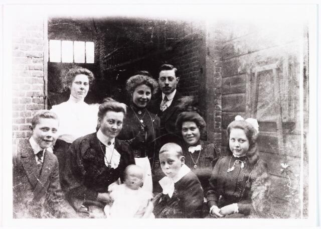 007964 - Kinderen Storimans- van den Nouweland omstreeks 1912, Korte Tuinstraat nr. 5.