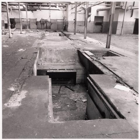 033628 - Gedeelte van het bedrijf Jurgens Textiel aan de Tuinstraaty 47a-49; op 8 januari 1976 is het bedrijf v erplaatst naar Berkel-Enschot aan de Gen Eisenhowerlaan; thans ten behoeve van de woningbouw aan het Spinnerspark geheel afgebroken.