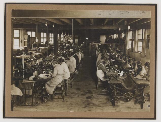 077125 - Schoenfabriek 'Arbo' A. Roosen de Backer te Oisterwijk.