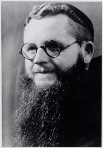 046081 - Petrus Cornelis Aloysius Maria van de Pol werd geboren te Goirle op 17 juni 1901 als zoon van Adriaan van de Pol en Wilhelmina Eijsermans. Hij overleed te Innsbrück (Oostenrijk) in 1972. Hij was priester bij de ofm. capucijnen. Zijn kloosternaam was pater Concordius.