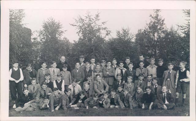 651836 - Tilburg. Leerlingen van een rooms katholieke lagere jongensschool (basisschool)' (waarschijnlijk de hoogste klas).