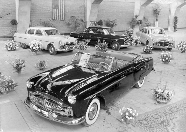 650452 - Schmidlin. De showroom van garage Knegtel aan de Heuvel, omstreeks 1950.