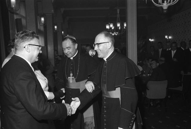 050777 - 25-jaar bij de (KAB) gehuldigd als voorzitter P.J.Vriens.