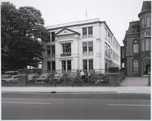 031665 - Onderwijs: r.k.Ambachts- en Industrieschool voor Tilburg en omstreken aan de Spoorlaan
