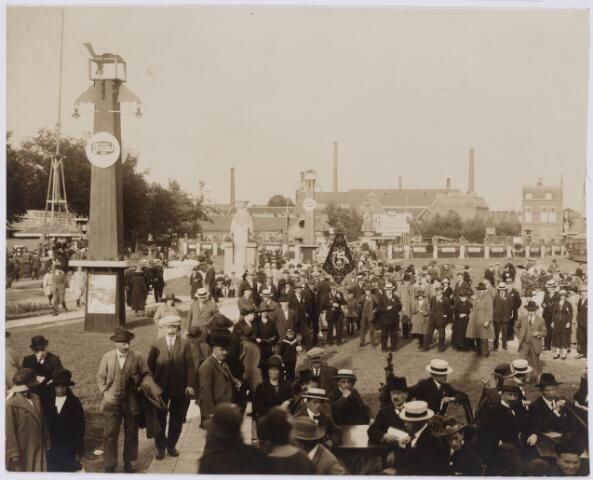 103805 - Internationale Tentoonstelling voor handel en Industrie 1924  gehouden van 18 juli - 18 augustus 1924 op een terrein gelegen tussen de Elzenstraat en de Industriestraat. Overzichtfoto.