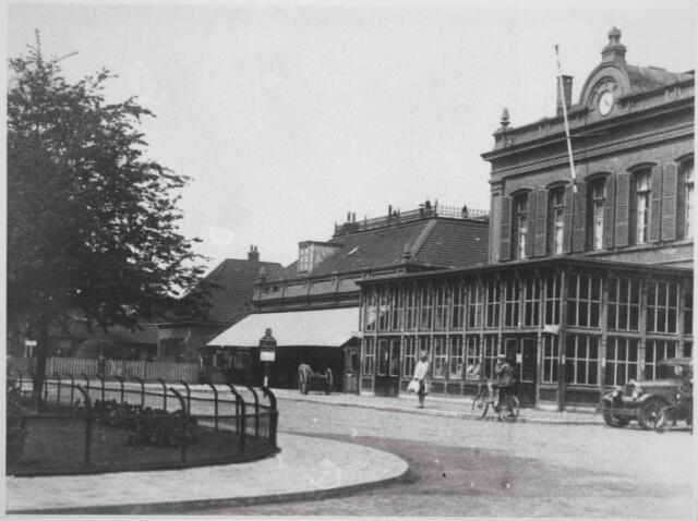 031807 - Spoorwegen: Station aan de Spoorlaan