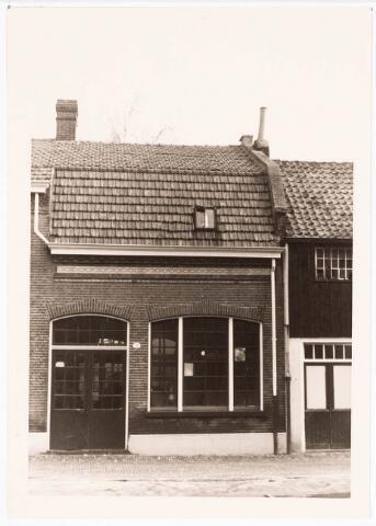 032396 - Pand aan de voormalige Pleinstraat 14 is gesloopt waarvoor in de plaats gekomen onder andere het parkeerterrein aan het Stadhuisplein