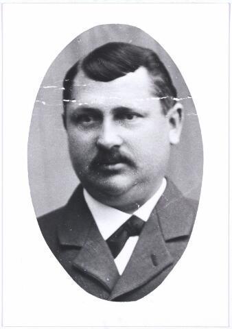 005105 - Wilhelmus Aloysius Franciscus Schoenmakers, geboren te Tilburg op 26 februari 1862 en aldaar overleden op 3 juni 1918. Hij was getrouwd met Johanna Maria Mommers. Hij was een zoon van Franciscus Schoenmakers en Johanna Maria Verbunt.