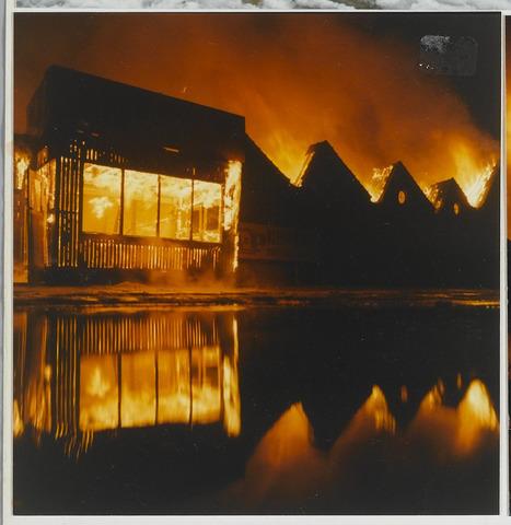 072239 - Brand in het complex van de voormalige wollenstoffenfabriek Tilkamwol aan de Fabriekstraat.