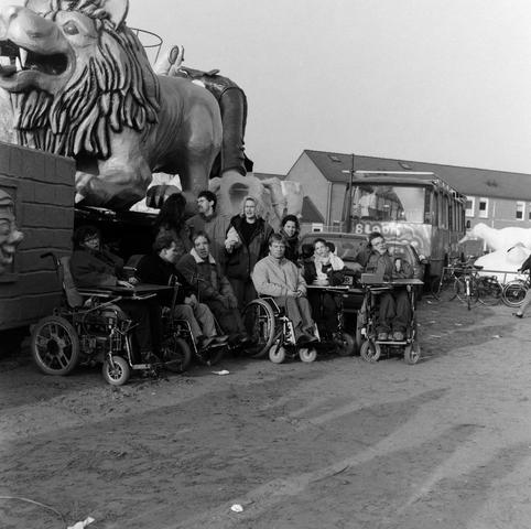 1237_010_748_001 - Carnavals wagens kijken. (wagens lauwe).