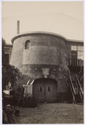 018696 - De molen van Vorselaars aan de Noordstraat (nu Gasthuisring) eind jaren ´20 van de twintigste eeuw. In 1961 moest het plaatsmaken voor de aanleg van het hoogspoor