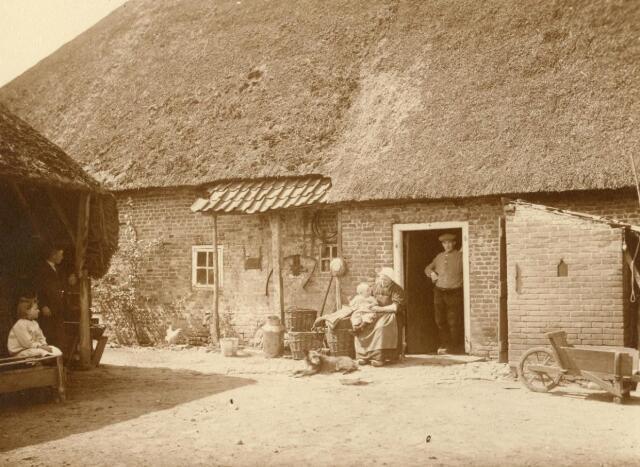 600835 - Boerenerf in Loon op Zand. Kasteel Loon op Zand. Families Verheyen, Kolfschoten en Van Stratum