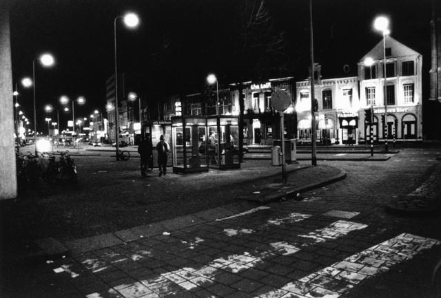 1238_F0382 - Heuvel Tilburg bij nacht. Telefooncel