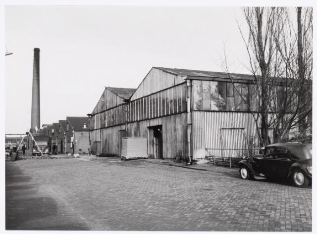039169 - Volt. Zuid. Nieuwbouw, Gebouwen. In begin van 1959 werd een aanvang gemaakt met de sloop van de stalen loodsen van het papier- en afvalmagazijn t.g.v. de bouw van Hal Z en het Hoofdkantoor AH. De foto is genomen vanuit richting zuid (Groenstraat) naar noord.