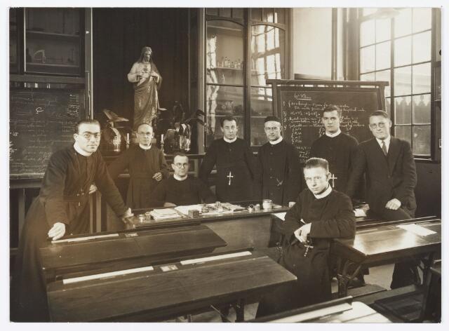051438 - Basisonderwijs.Schoolbestuur/personeel. Fraters van de St. Jozefschool van de parochie H. Sacrament.