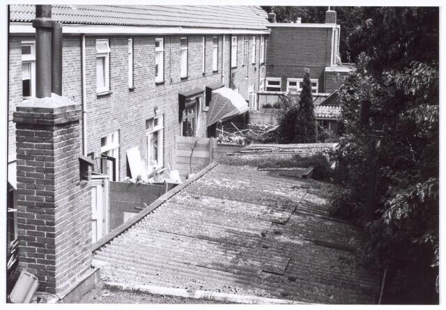 020191 - Achterzijde van woningen aan het Hasseltplein halverwege 1986