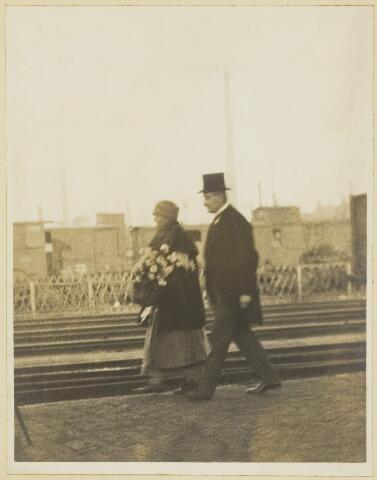 068537 - Koninklijke bezoeken. Koningin Wilhelmina tijdens haar bezoek aan Tilburg in januari 1926