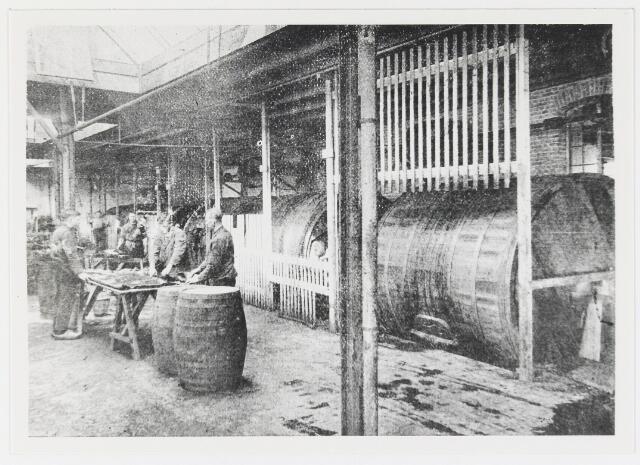 056067 - Lederindustrie. Interieur vacheleerfabriek Firma De Vet & Verster te Gilze.